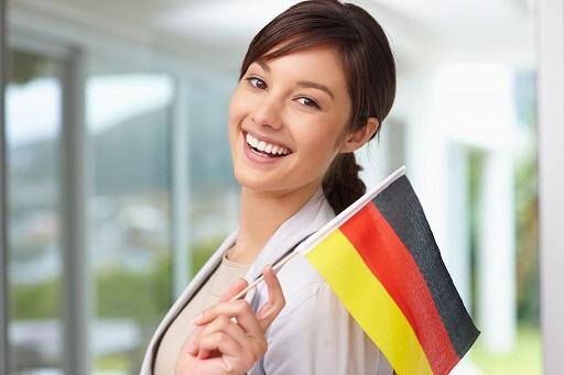 Devojcica sa nemackom zastavom